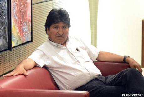 Morales in a room at Vienna airport. (EFE)